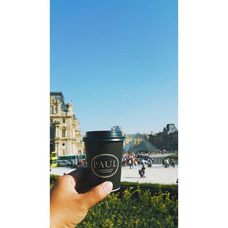 One of my favourite café lattè! 😋📷☕🍞 Paulpastisserie Paul Paris Louvre Musedelouvre Coffeelovers Coffeebreak Croissant France