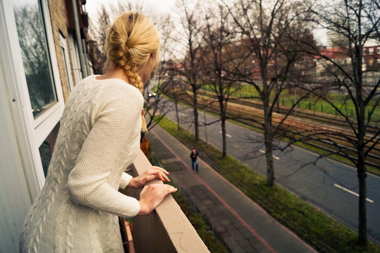 Beautiful stock photos of weihnachtsbaum, Balcony, Bare Tree, Blond Hair, Braided Hair