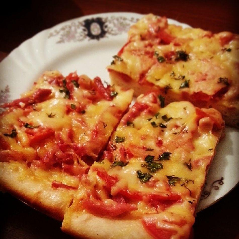 А теперь пицца на ночь. ошибкииногдаможносовершать ты не ты когда голоден )))?? жэш шхын гъаблэ