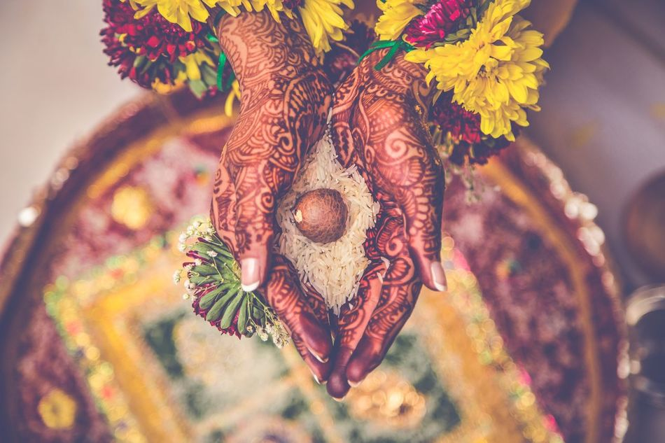 As the grains of time slip beteeen your fingers Henna Henna Tattoo Henna Art Henna Design Hennatattoo Henna Tattoo ❤ Hennadesign India Indian Culture  Indian Indianstories Hand Hands Flowers Color Colors Colorful Colour Of Life