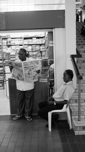 Reading Relaxing Streetphotography Leisure