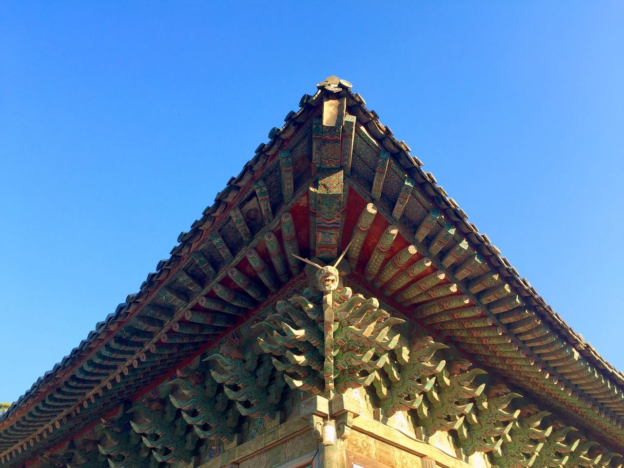 Taking Photos Korean Temple Traditional Eaves Blue Sky IPhoneography