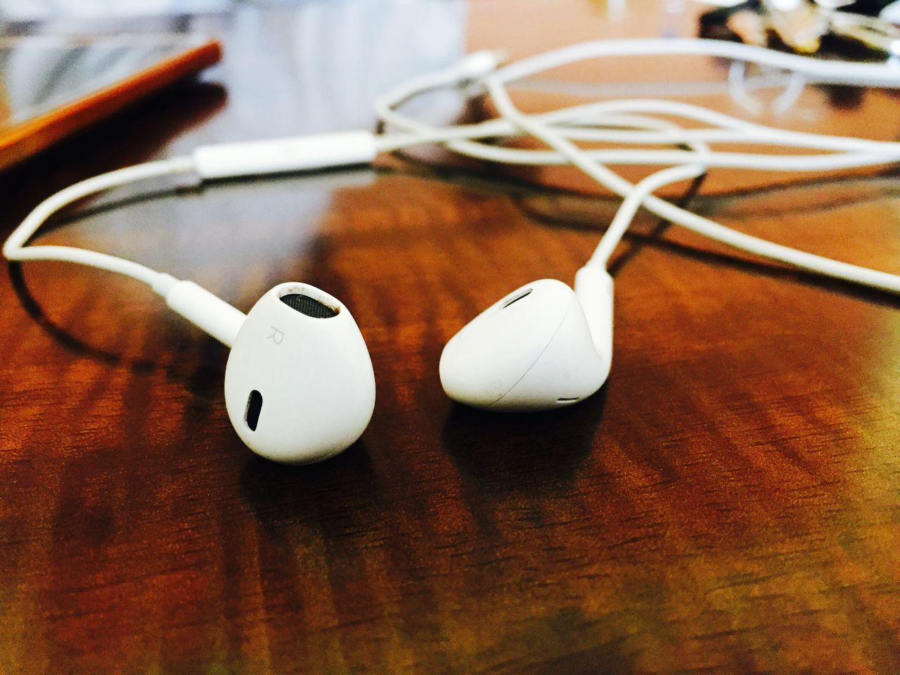 Table Indoors  No People Close-up Day Earpods Musiclover Musical Instrument Wallpaper Tune Songs