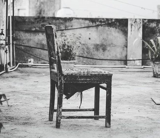 Old Chair. Tags: Photography Instagram Instagood Instalike Instapic Doubletap India Indiagram Blackandwhite Blacknwhite Stillphotography Monochrome Monocromatic VSCO Vscocam Vscophoto Chair Furniture Emptylife Lone Canon Canonphotos Canon_photos Canonphotography Canonphoto instacanon canongram