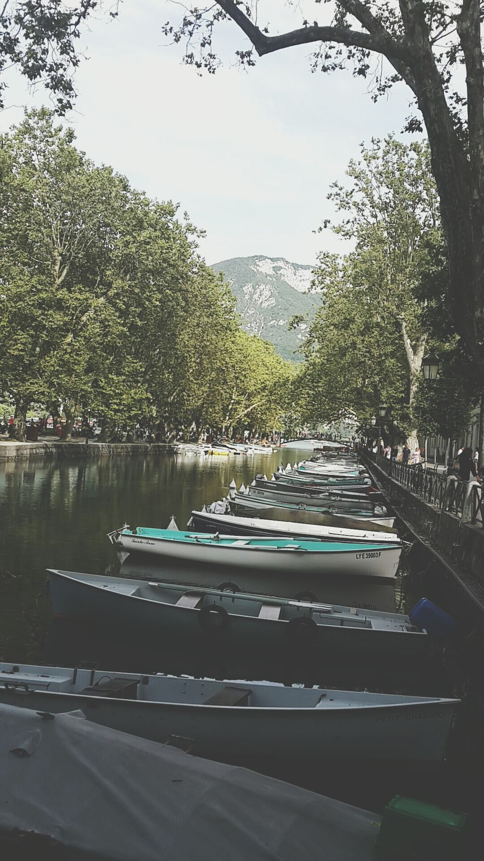 Annecy Lack Relaxing