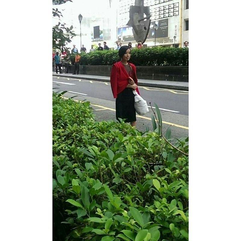 佘詩曼 in Raffles Place filming!!! Cr: @doreen_cxx for this photo!