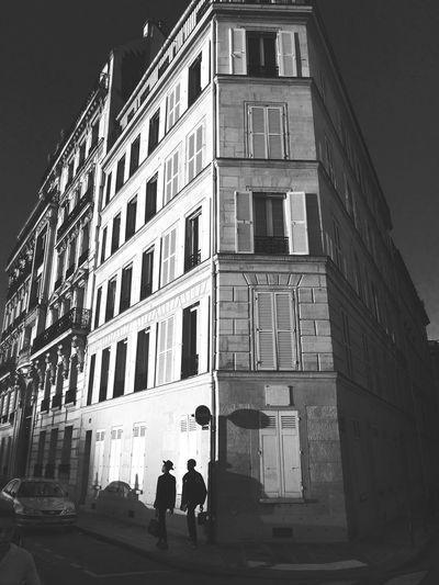 New York in Paris People Streetphoto_bw Blackandwhite Ile Saint Louis Streetphotography Light And Shadow Street Fashion