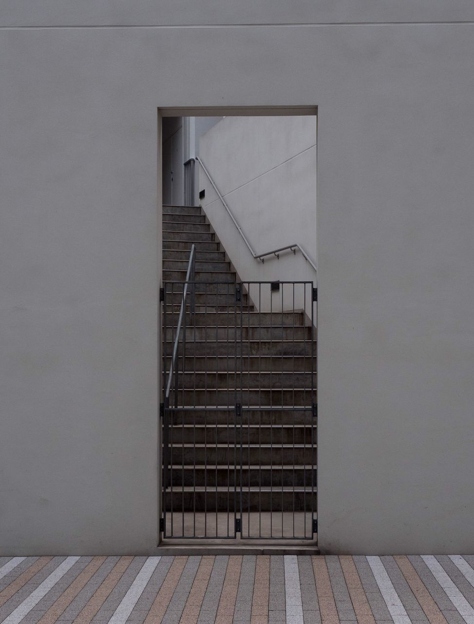 steps and staircases, steps, staircase, railing, built structure, architecture, indoors, no people, day, hand rail