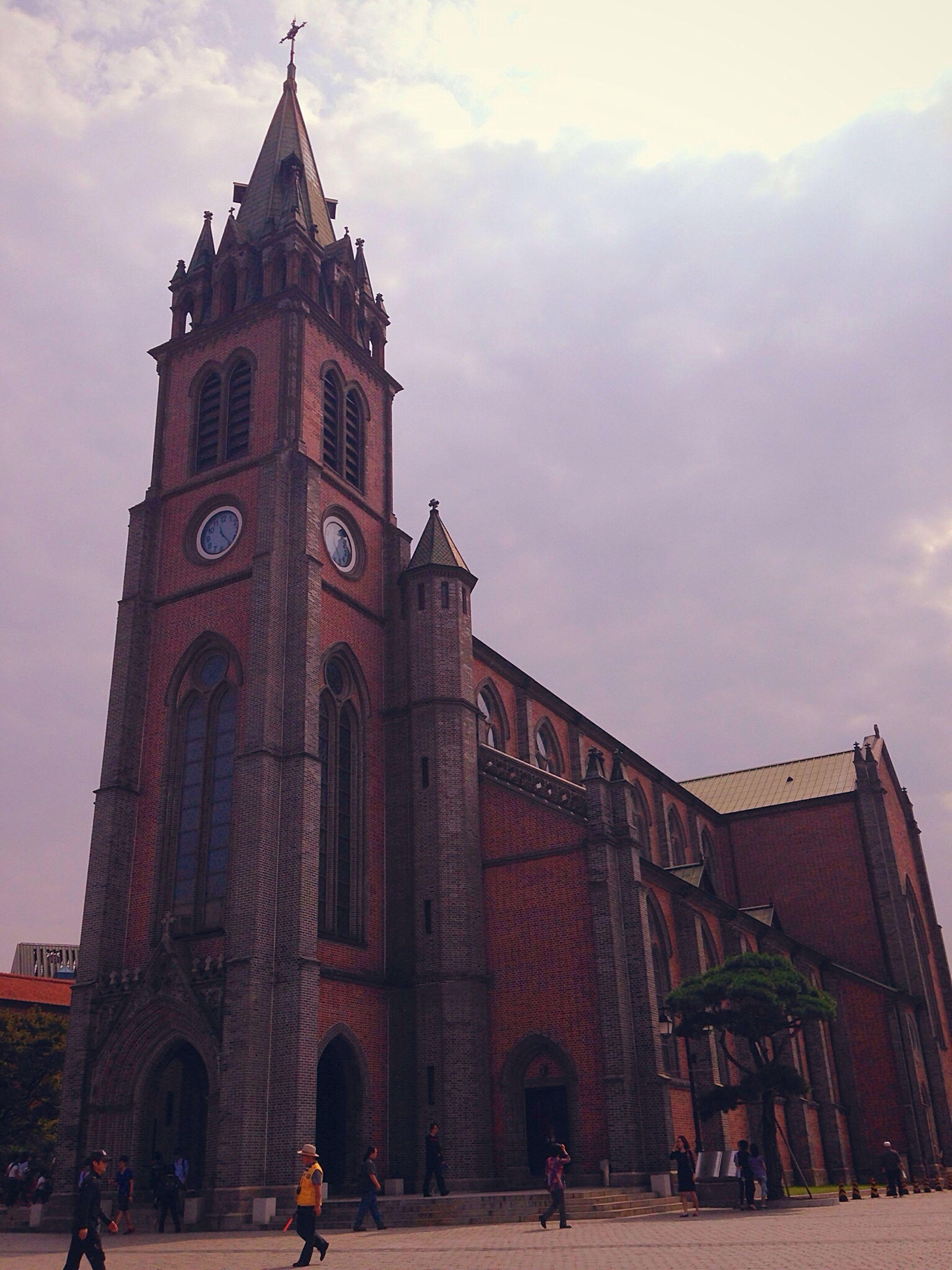 하늘 성당 예쁘다.