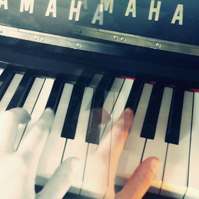 Hand Movement Moving Handmovement Handmoving EyeEm Editing Phonecamera PhonePhotography Vscocam VSCO Editing Blackandwhite Piano Pianist Musician Fortheloveofmusic Music Mirror Mirror Photo Experience Fingers