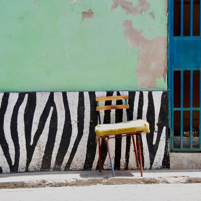 Colors and patterns Kenia & Africa Mombasa Chair In Front Of Wall - Building Feature Pattern, Texture, Shape And Form Muster Mix Still Life Film Art EyeEm Best Shots Geometric Shape Lines, Colors & Textures Urban Geometry Urban Exploration Textures And Surfaces Abstract Outdoor Fine Art Travel Street Photography Streetphoto_color Streetart Cityscapes