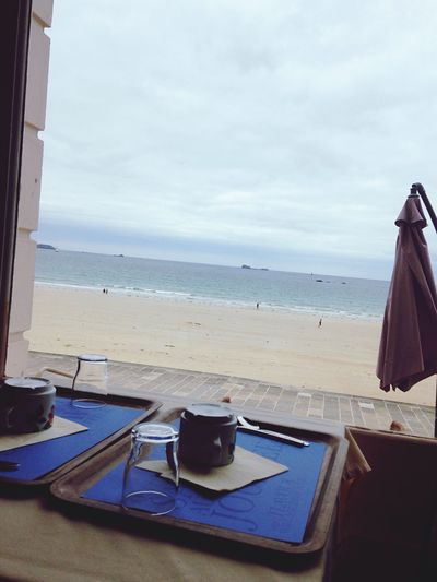 breakfast terrace and beach 🦀🐚✌🏾️😍 Beach Hello World Saint Malo Bretagne Brexit Enjoying Life That's Me Vacance Relaxing Naturelovers Terasse That's Me France First Eyeem Photo Nature Photography Motels Beach Photography Water Miles Away