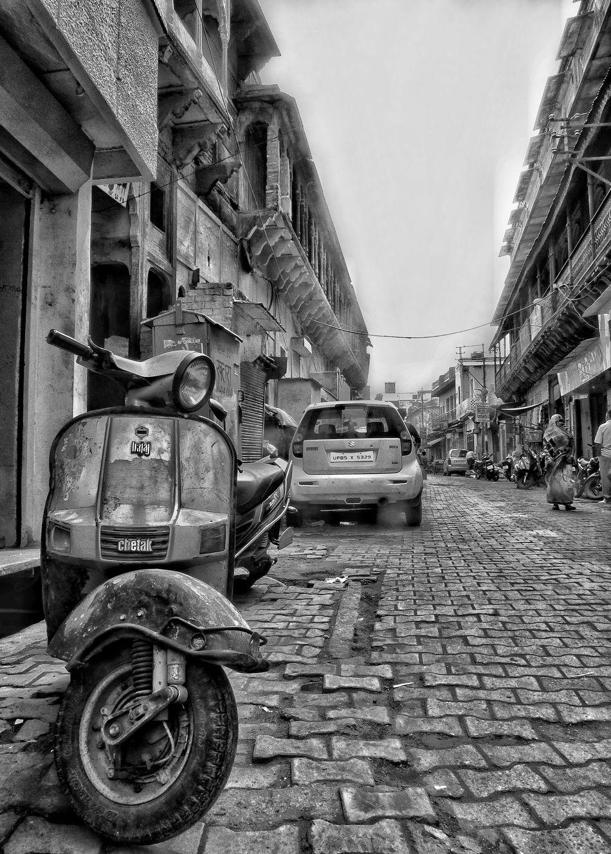 Bajaj never fails for a good shot. Bajaj Day Mathura Mode Of Transport Outdoors Scooter Street Street Photography Streetphoto_bw Streetphotographer Streetphotography