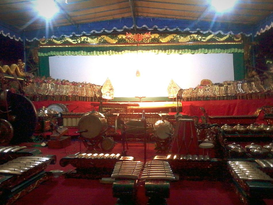 The Stage of Javanese Puppet, Indonesia. INDONESIA Indonesia_photography Indonesia Culture Indonesia Traditional Javanese Culture Javanese Tradition JavaneseGamelan Javanese Puppet Puppet Puppet Show Puppet Theater Puppet Show Set