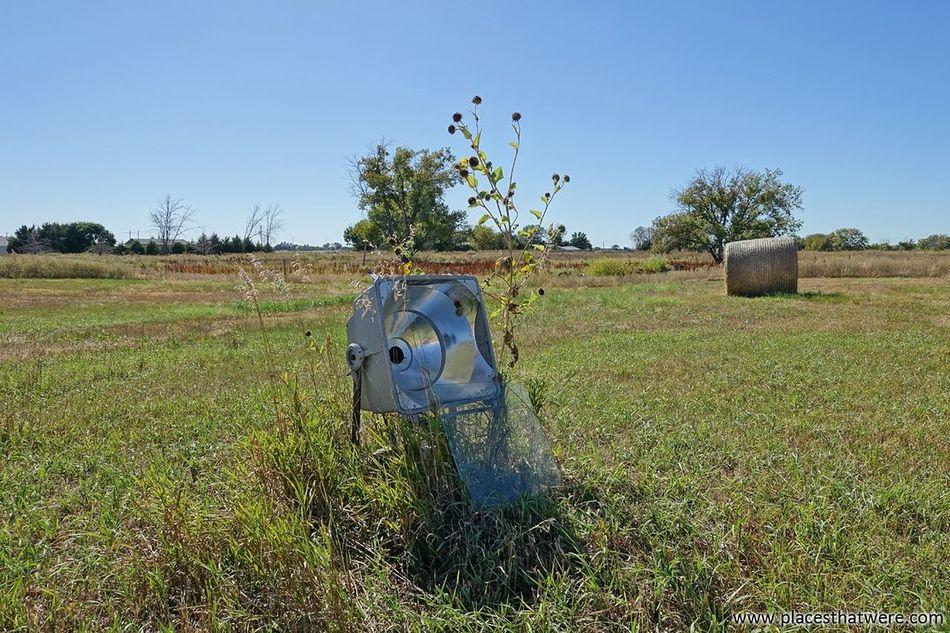 Spotlight. http://www.placesthatwere.com/2016/07/abandoned-relics-of-past-in-roscoe.html Derelict Decay Ruins Abandoned Abandoned Places Ghost Towns Roscoe Urban Exploration Urbex Nebraska Spotlight