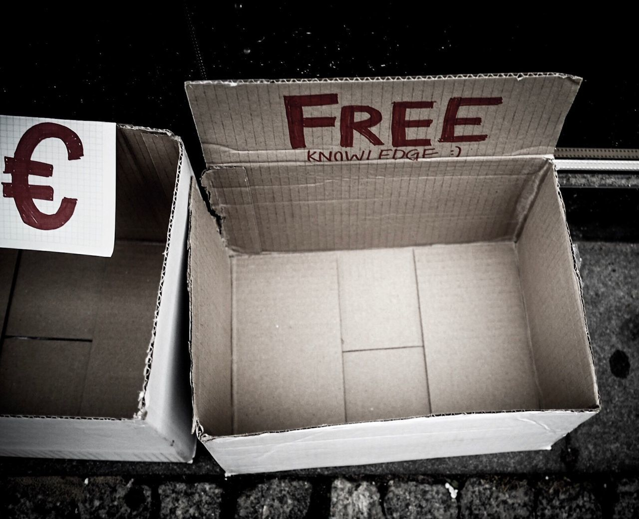 text, western script, communication, capital letter, no people, outdoors, day, placard, cardboard box, close-up