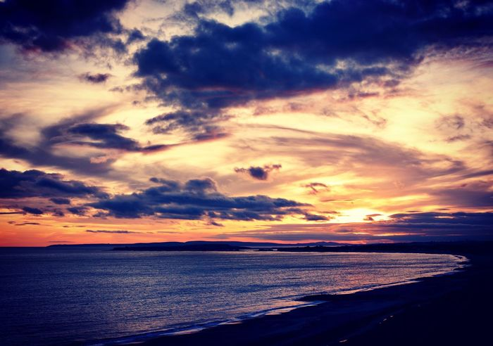 Lovely sunset at Highcliffe Great Colours Sea Horizon Over Water Sunset Beach Beauty In Nature Water Sky Tranquility No People Outdoors Wave Cloud - Sky