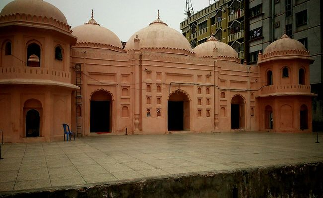 Architecture Built Structure Building Exterior Dome Travel Destinations Tourism Famous Place Façade History Travel Memories Water International Landmark Arch Taj Mahal City Tourist The Past City Life Mosque Photography Historical Buildings History Through The Lens  EyeEm Gallery Vintage Look Mughal Establishments In Bangladesh