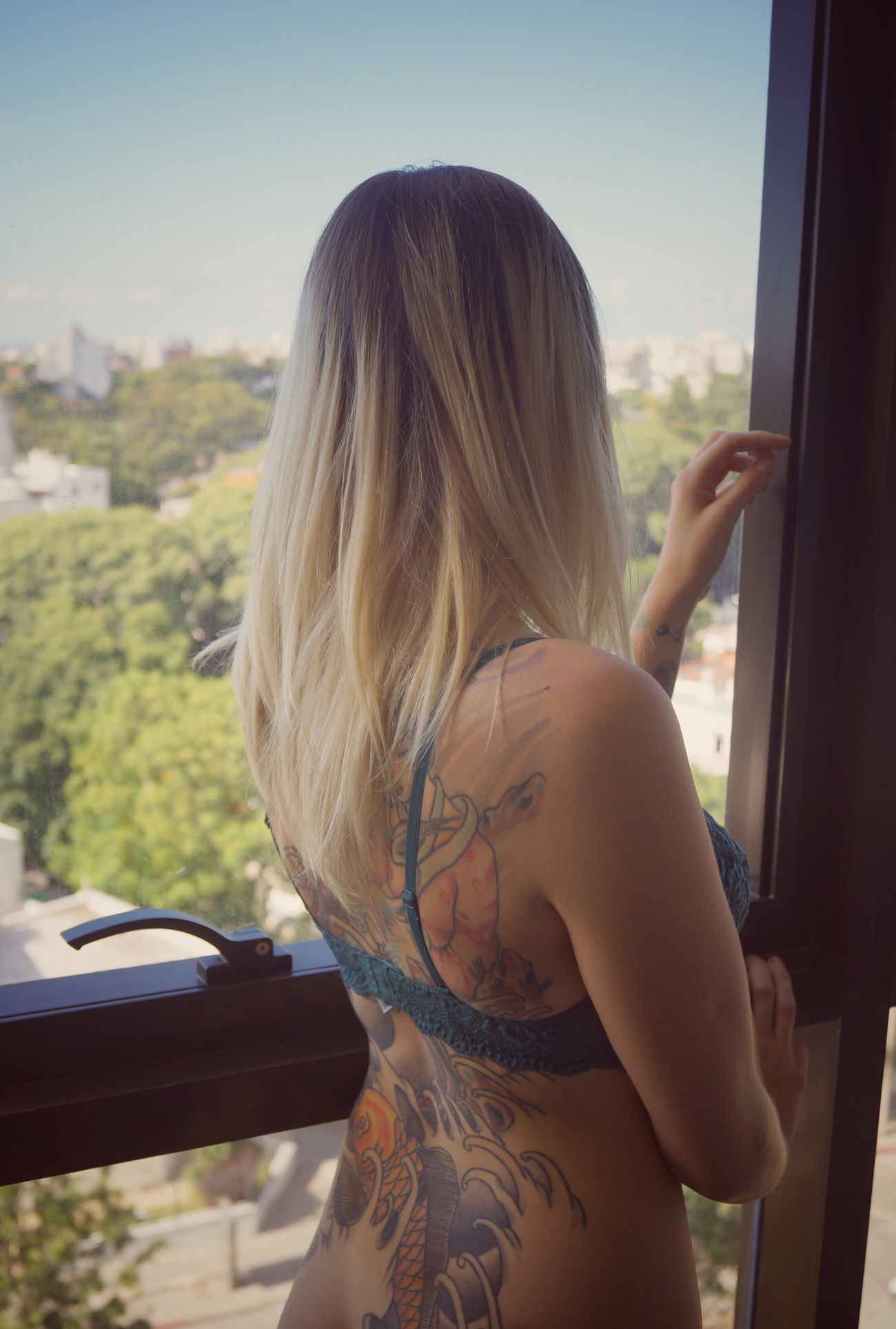 One Woman Only One Person Rear View Only Women One Young Woman Only Long Hair Human Body Part Adult Adults Only Young Adult Women Day People Leisure Activity Young Women Beautiful Woman Human Arm Cityscape Sensual 💕 INKEDGIRL SexyGirl.♥ Sexywoman Beautiful People Indoors  Close-up