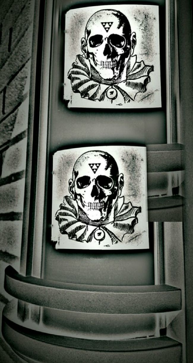 You should view the world as a conspiracy run by a very closely-knit group of nearly omnipotent people, and you should think of those people as yourself and your friends - Robert Anton Wilson...... Darkart Black And White Skulldiggery Notes From The Underground Blanco Y Negro Noir Et Blanc Skulls Street Photography NEM BadKarma Streetart/graffiti