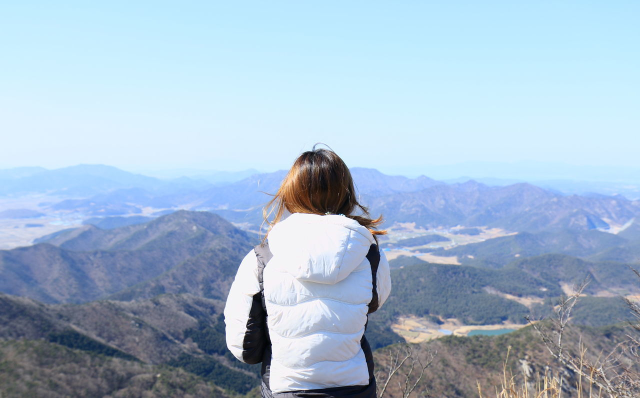 One Person Landscape Women People Leisure Activity Mountain Nature Outdoors Taking Photos Tranquility Hiking Sky Fashion Travel Miles Away Quality Time Enjoying Life EyeEm Nature Lover Atmospheric Mood Scenics EyeEmNewHere Everyday Joy Getting Inspired Capture The Moment Women Around The World