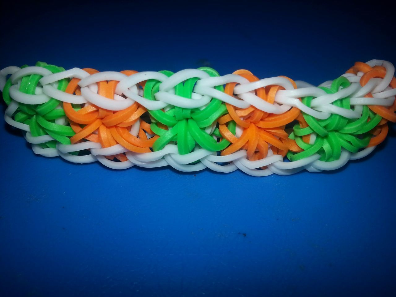 Braceletfleurs RainbowLoom Loomflowers Green Orange White Bracelet Artnouveau