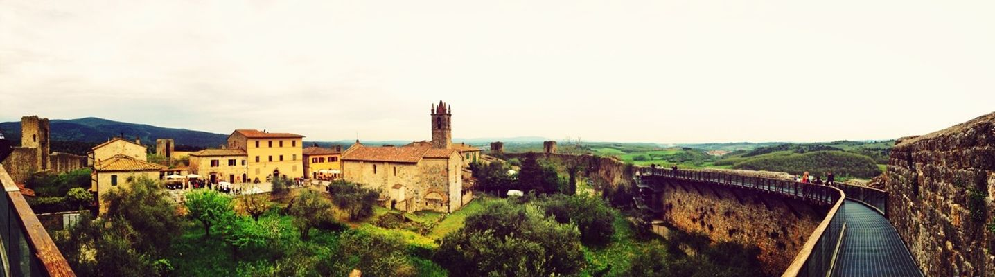 TheMinimals (less edit juxt photography) at Monteriggioni by Mr Luminous