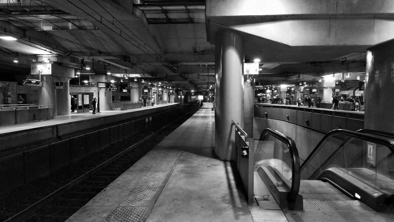 Sur le chemin du travail Paris Indoors  Public Transportation Illuminated Railroad Station Transportation Subway Train Rail Transportation Night No People Architecture France🇫🇷 RER C Bibliothèque Francois Mitterand Black And White