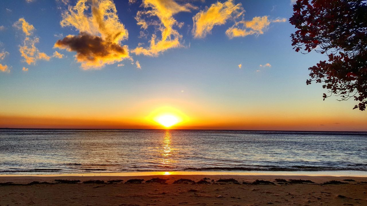 Beach Sea Sunset Nature Scenics Beauty In Nature Sun Sand Tranquility Water Tranquil Scene Summer Sky Horizon Over Water Outdoors Travel Destinations Landscape Sunlight Vacations No People Hawaii Wave Beauty In Nature Reflection Tranquility