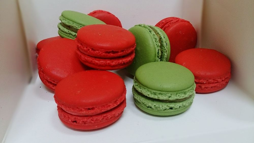 Macarons Macarons Macaron Macaronaddict Macarons Lover Macarons 💝 I Love Macaron Red Green Sweet Sweets Sweets Food Love [a:549170] Yammy  Yam Yam Yam Delicious