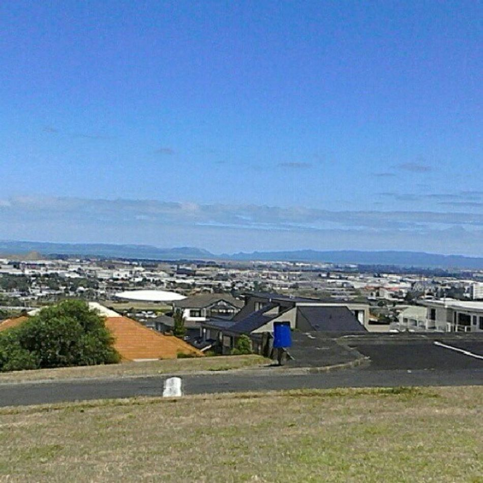 Bored so I'm sitting on a hill over look Auckland and NZAA Aucklandairport
