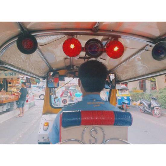 tuk tuk time. Tuktukdriver Thailand 🔴⚪️🔵