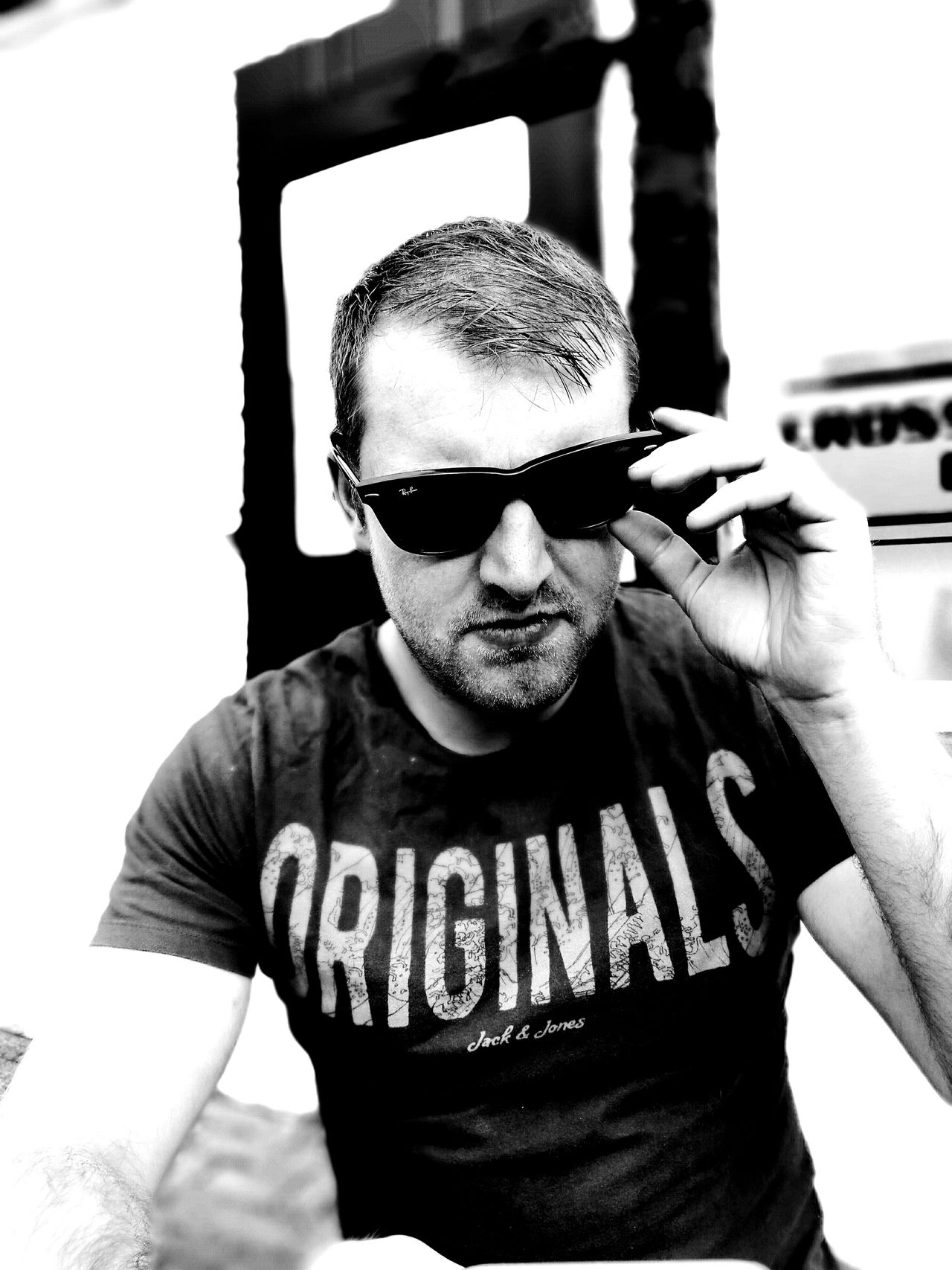 Looking At Camera Portrait Mid Adult Sunglasses One Person Front View Day Adult Outdoors Beer Garden Black And White Chilling Posing Summertime Pub Men Serious Adjusting Thinking Cool The Portraitist - 2017 EyeEm Awards