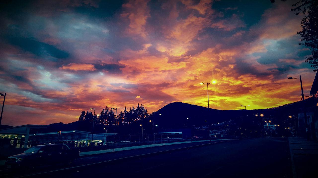 Atardecer de fuego en el sur de UIO!!! Skyporn Sky_collection Skyfire Burning Sky Ecuador♥ Quito Ecuador Quito City Photography Photographer Photooftheday City View  Sunsetlover Photowalk Sunsetporn Sunset_collection Sunset Cities QuitoEcuador