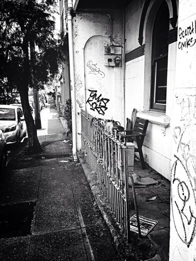 Taking Photos Hello World Taking Photos Walking Around Street Photography Streetphotography Blackandwhite Black & White Graffiti Architecture