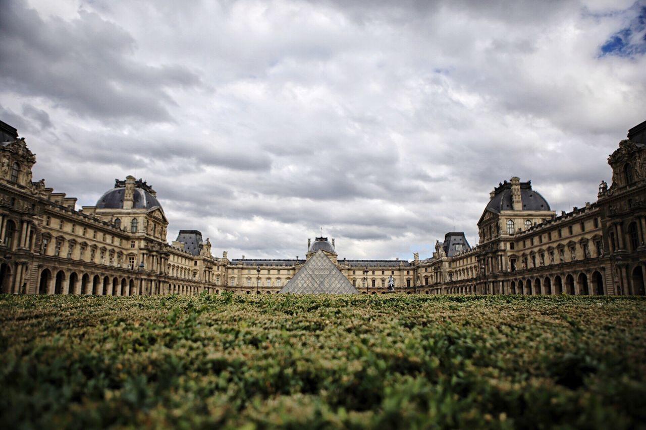 The Lourve Museum LourveMuseum Explorefrance Paris ❤ Pariscape Eyemphotography Exploretocreate EyeEm Best Shots Eye4photography  Eye Em Best Shots Vibeshot Buildings & Sky