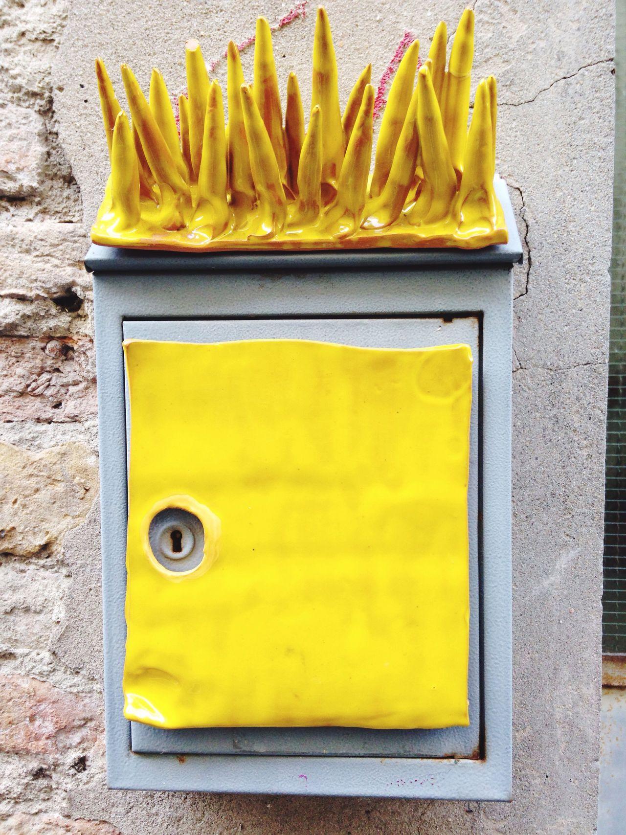 Dangerous Mailbox 😈 Sofiavicchi Sofiavicchiconceptdesign Ceramica Maiolica Art ArtWork Posta Post Mail Letters Penpals Streetphotography Street Photography Buchetta Faenza Romagna Punk Punk Rock