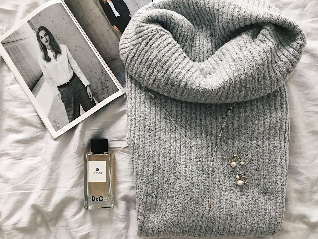 Fashion flatlay Flatlay Fashion Grey Sweater Knitwear Jewelry Photography Jewelry Fashionista Style Style And Fashion Styleblogger Minimalism Minimal Warm Clothing Magazine Accessory Accesories Earring  Pendant Necklace Wintertime Winter Warm