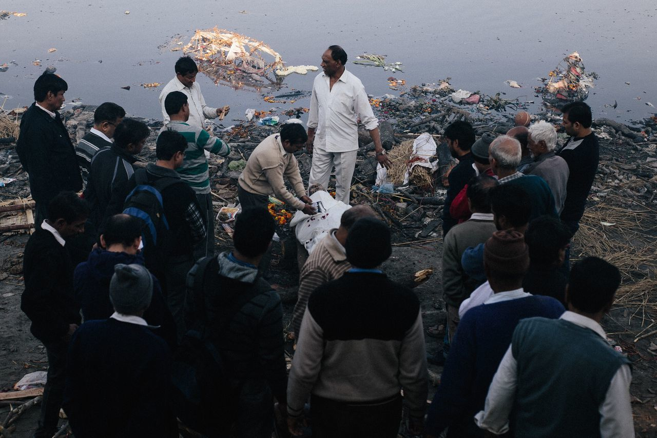 Hindu funeral taking place in Delhi by the Yamuna river