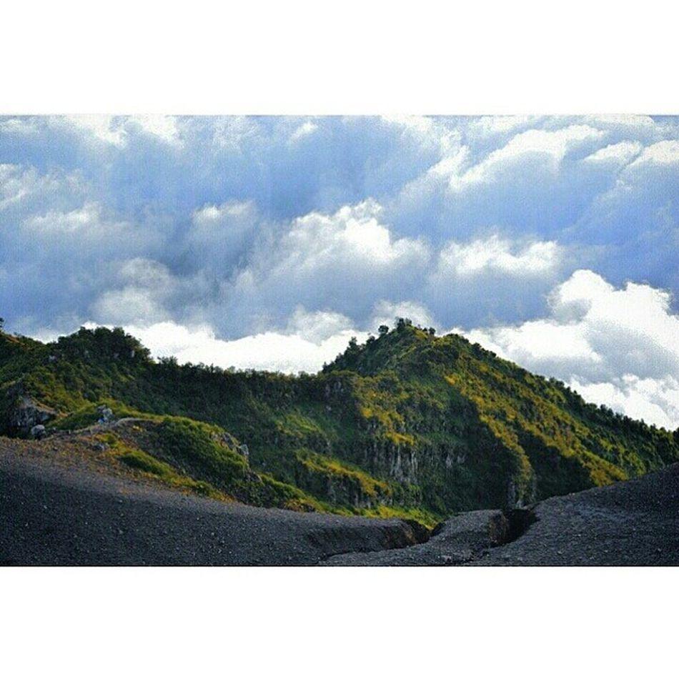 Volcano Cloudyweather Vscocam Lereng masihdiindonesia alamindonesia framedbynature