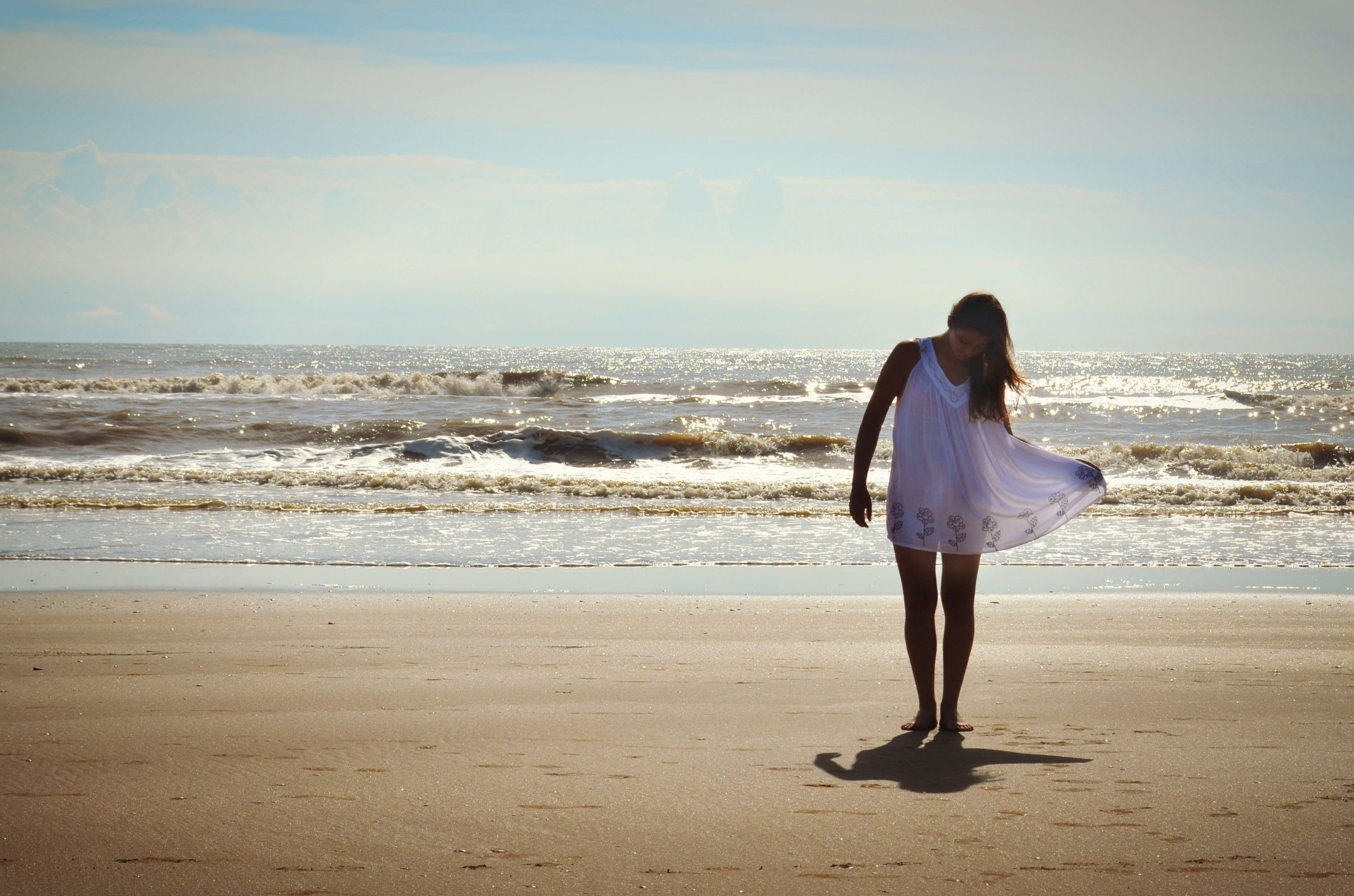 beach, sea, full length, lifestyles, shore, rear view, leisure activity, water, sky, casual clothing, standing, sand, horizon over water, tranquil scene, vacations, tranquility, beauty in nature, scenics