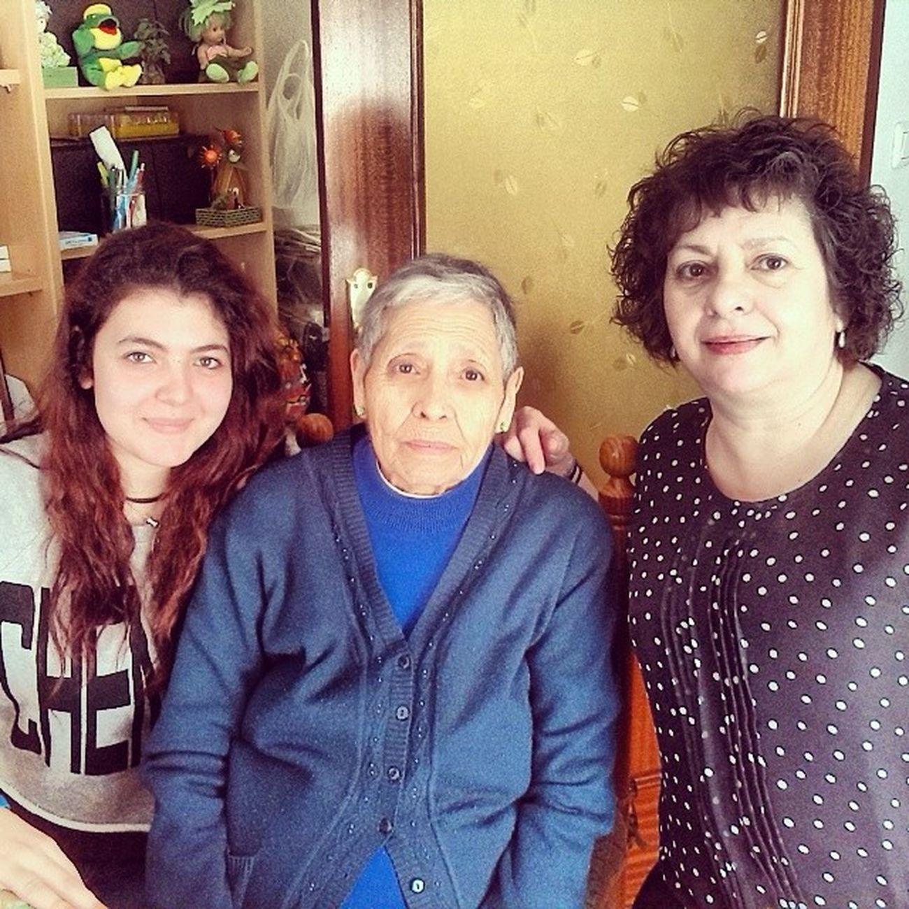 Hui per elles!! ^^ feliz cumple iaia!! Feliz Dia a les DOS !! Cute Family Happy Elles abuela mylove
