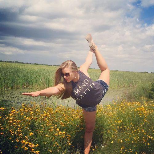 Beauty In Nature Field Sky Nature Sun Sunflower Sunflowers🌻 Yoga Yogaeverywhere Yoga Pose