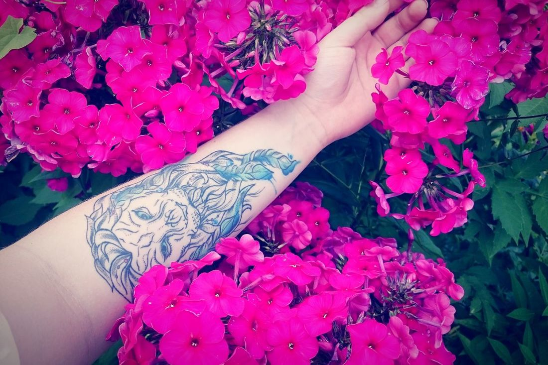 Hello World Colorful Purple девушкастатуировкойльва Girlswithtattoos Tattoo Flowers Colors Hello From Russia Russia
