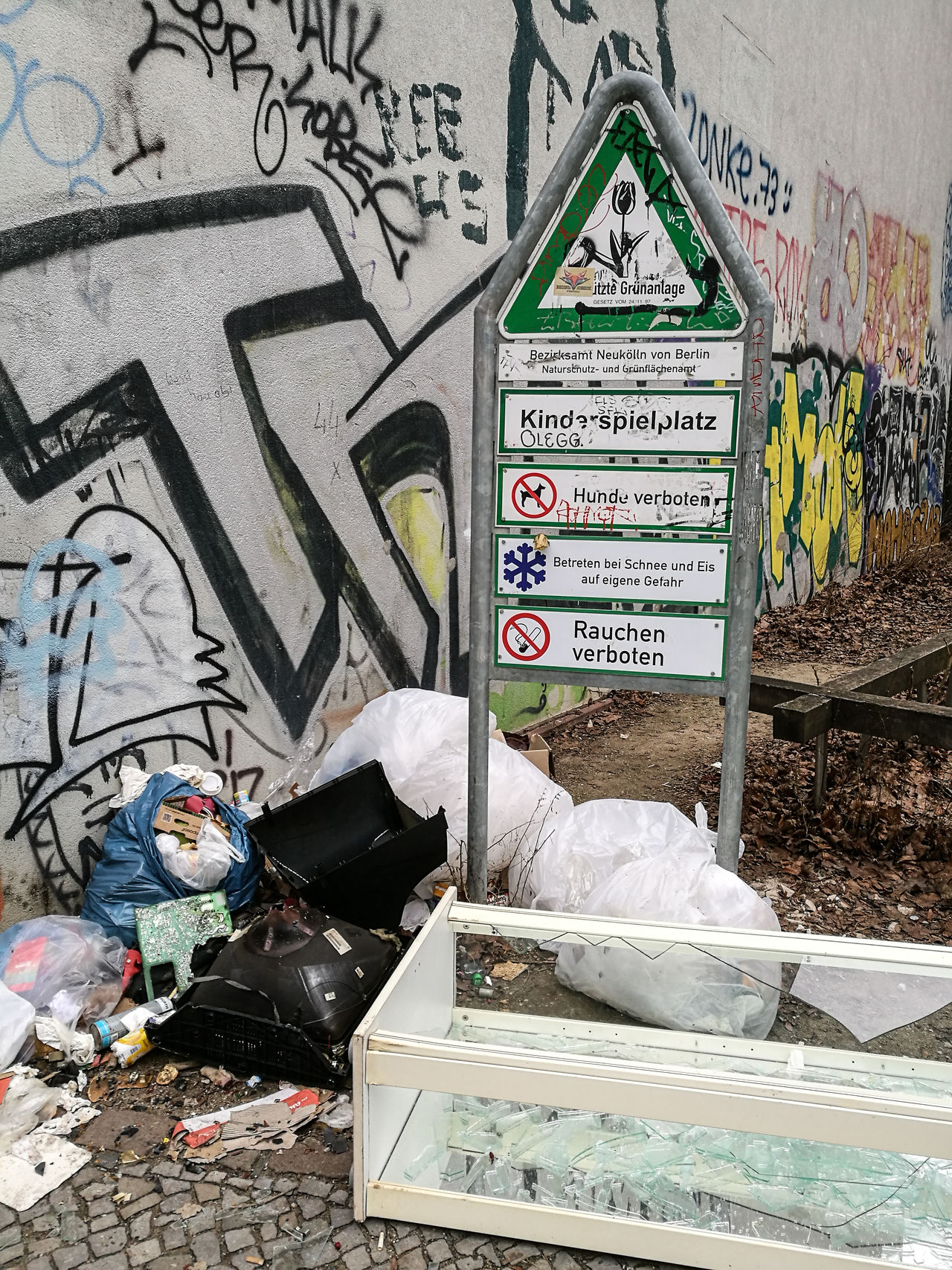 Berlin Berlin Photography Berliner Ansichten Day Dreck Garbage Müll Neukölln Street Text Unhygienic Waste Wasted
