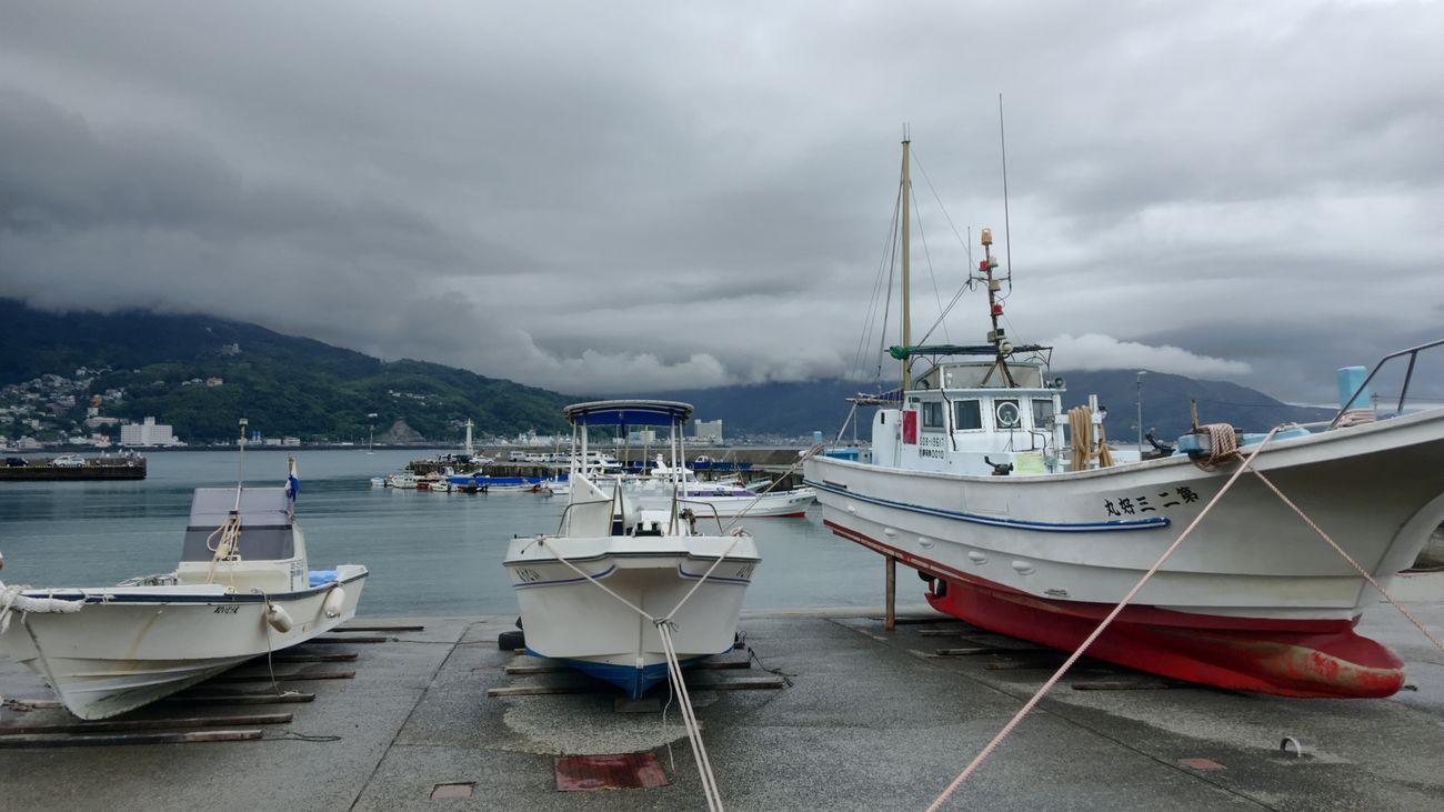 Le calme avant la tempête IPhoneography Iphone6splus Harbor View Ships Before The Storm Typhoon Izu Peninsula Ito Shizuoka Cloud Calm Sea
