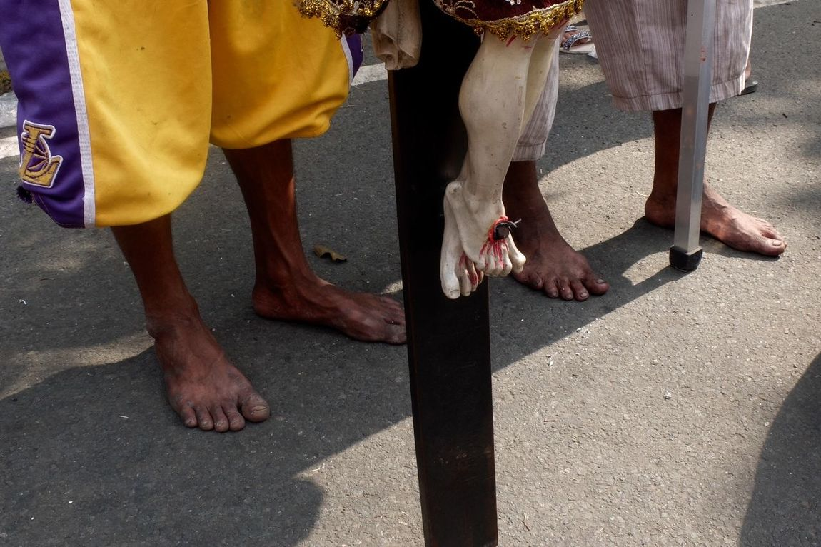 Everybodystreet Streetphotography Showcase: January EyeemPhilippines Eyeemphotography Eyeem Philippines People Street Photography Streetphoto_color Feet Foot Faith Religion Leg Barefoot Belief Covering Cover Bodyparts4uss Bodypartphotography Stockphoto