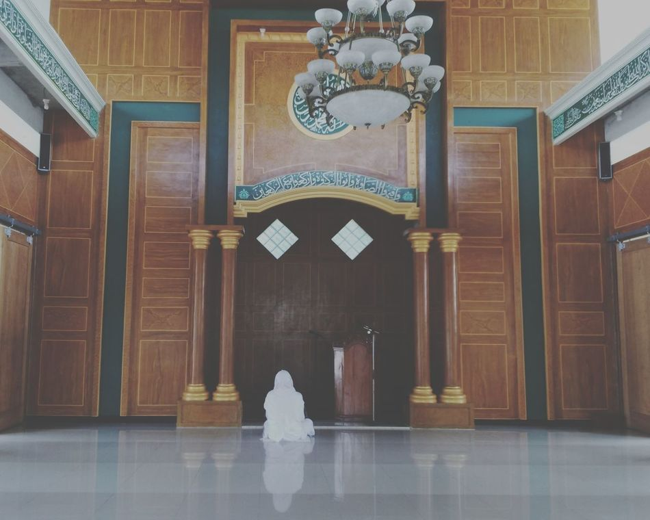 Indoors  Marble Architecture Travel Destinations People Politics And Government Day One Person Adult