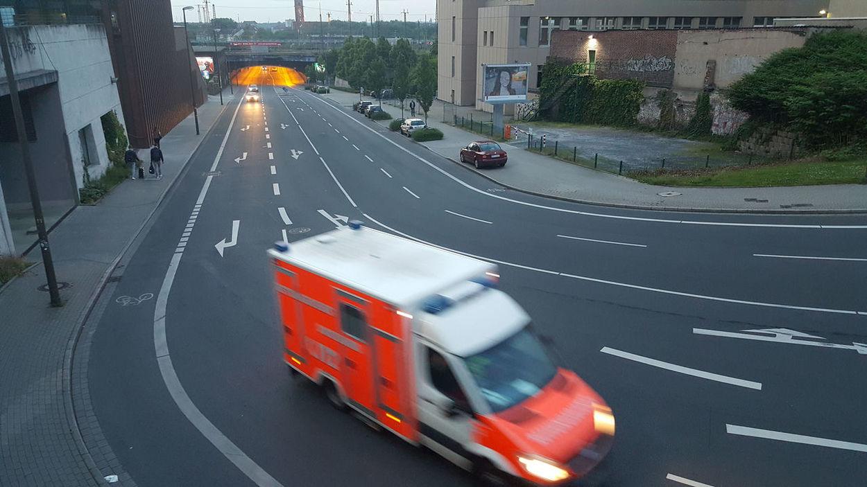 Abend Ambulance City Street Dortmund Dortmund U Krankenwagen Ruhrgebiet Straße Street Rettungswagen Urban Exploration, Urban Exploration EyEmNewHere