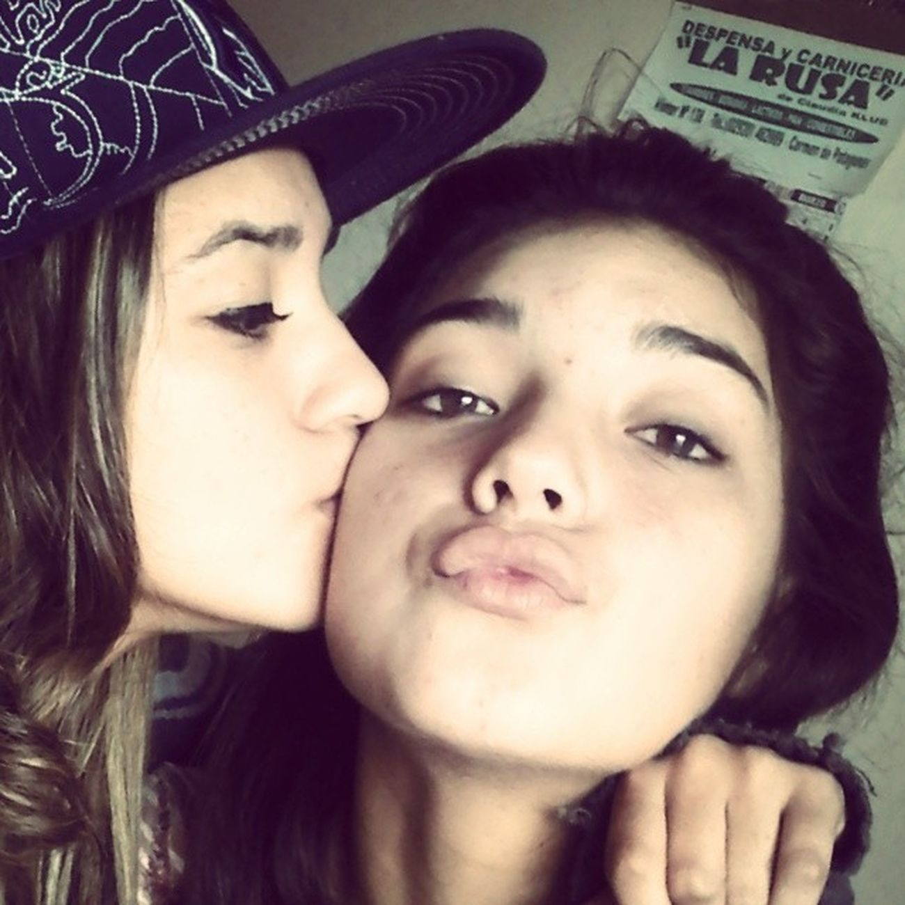 Sisterkiss Love Instaphoto